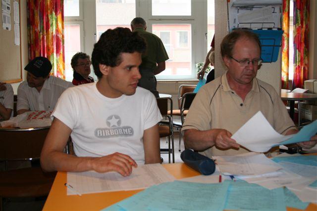 William Palma och Calle Jarebo basar för avprickningen.