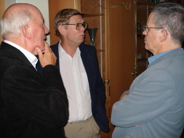 Sven Amundsson, Krister Berg och Håkan Olsén pratar Manhem-minnen