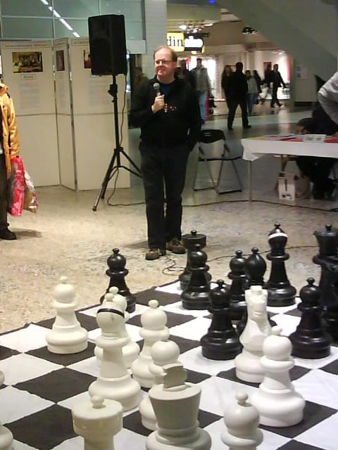 Mats Eriksson kommenterar skeendet på storbrädet.