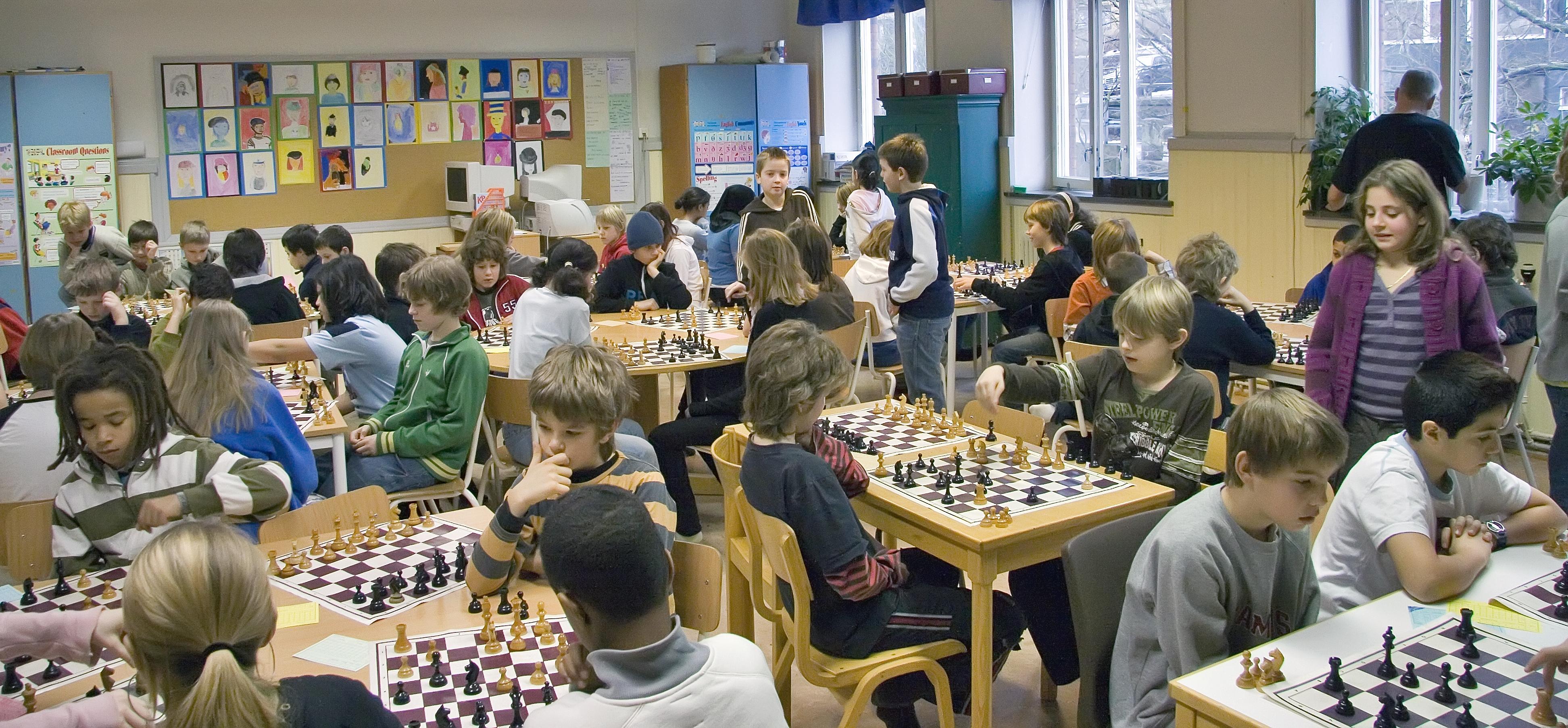 Schackglädje i rikt mått! 88 barn deltog i Oscar Fredriks mellanstadiemästerskap. Foto: Sören Wixeldahl.