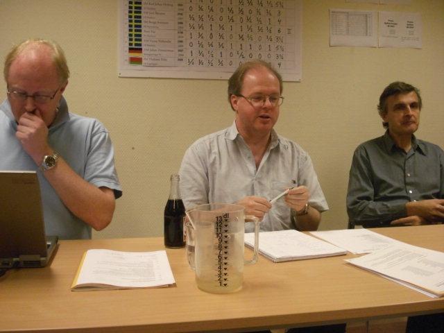 Mötets presidium, fr.v. sekreteraren Håkan Warston, ordföranden Mats Eriksson och skattmästaren Claes Brauer