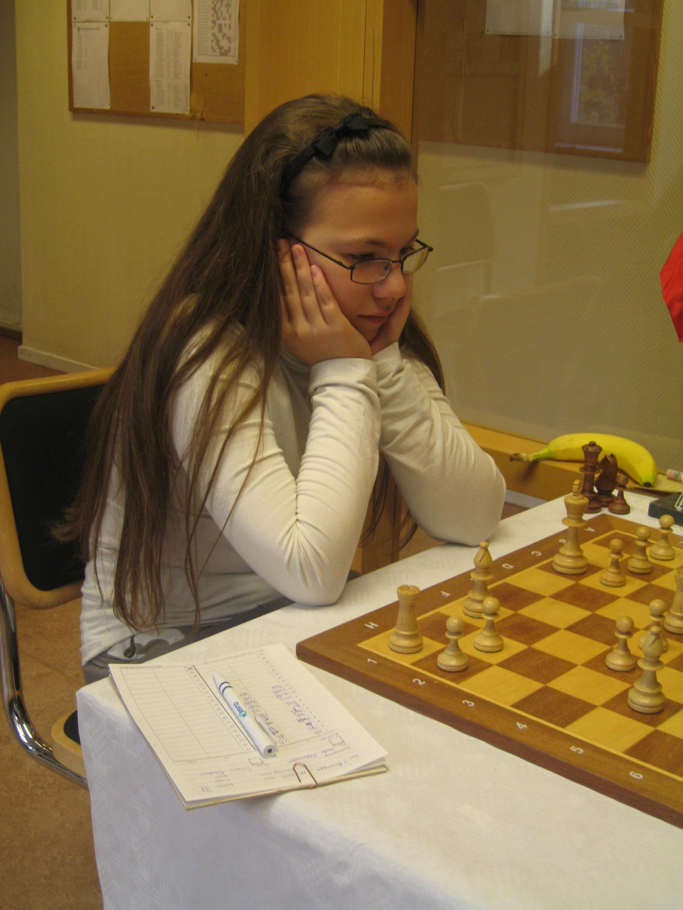 Aleksandra Lach, europamästarinna för 12-åringar, blev för svår för Johan Hansson