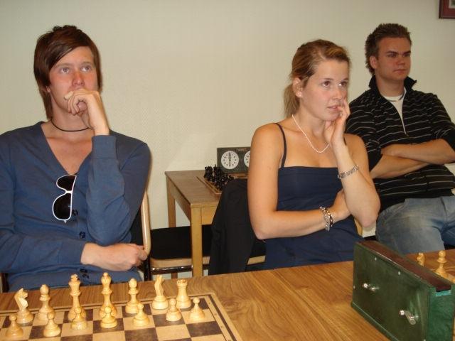 Andakt i schackets helgedom.