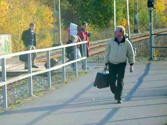 Reseledaren Mats Eriksson var som vanligt i läge att samla upp eventuella eftersläntrare.