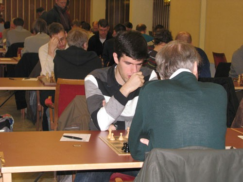 Peter Vas bärgade remi mot stormästaren Pontus Carlsson.