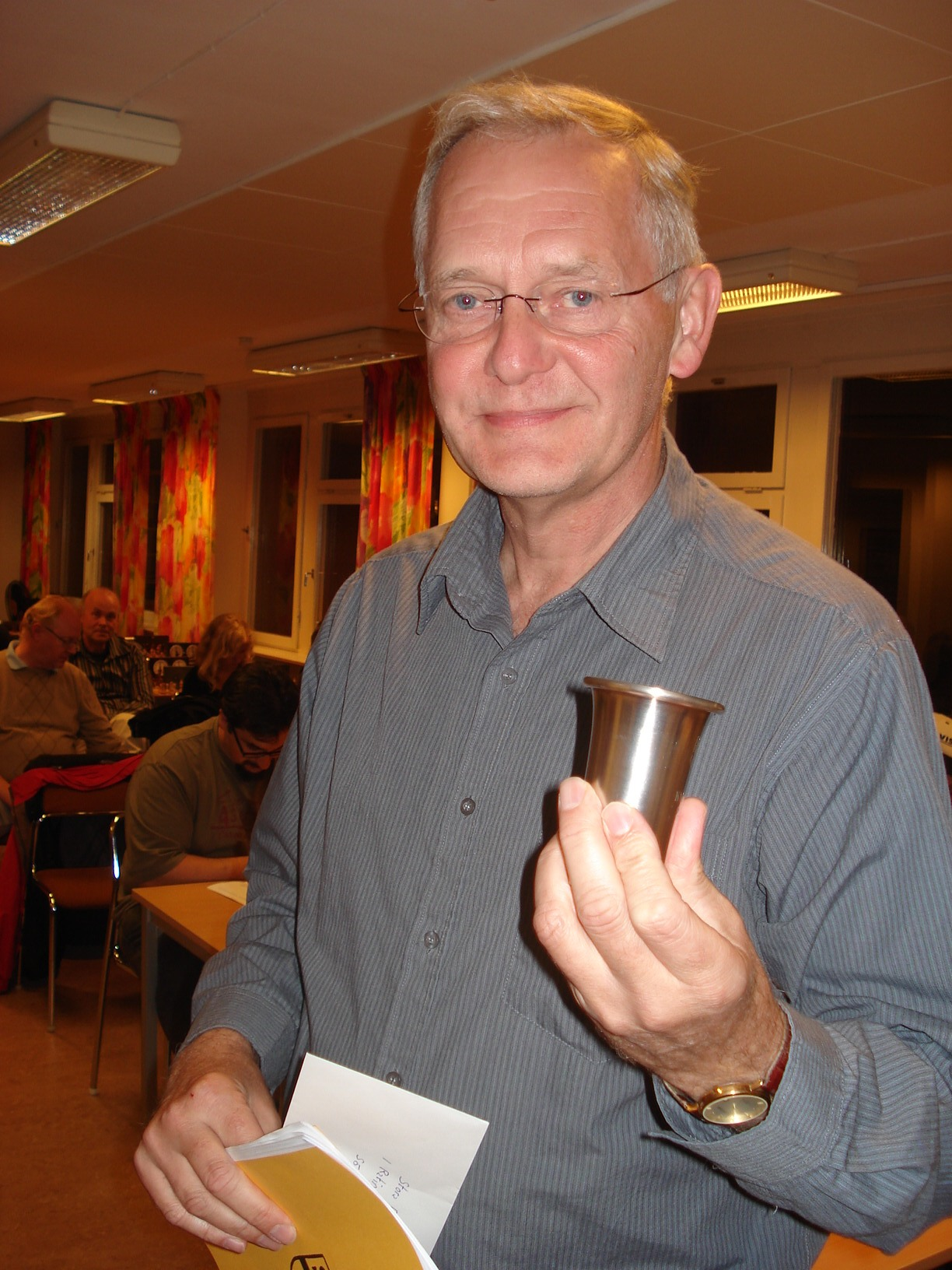 Veteranmärket i guld: Sören Svensson, 40 år som manhemit. Här med KM-priset i handen.