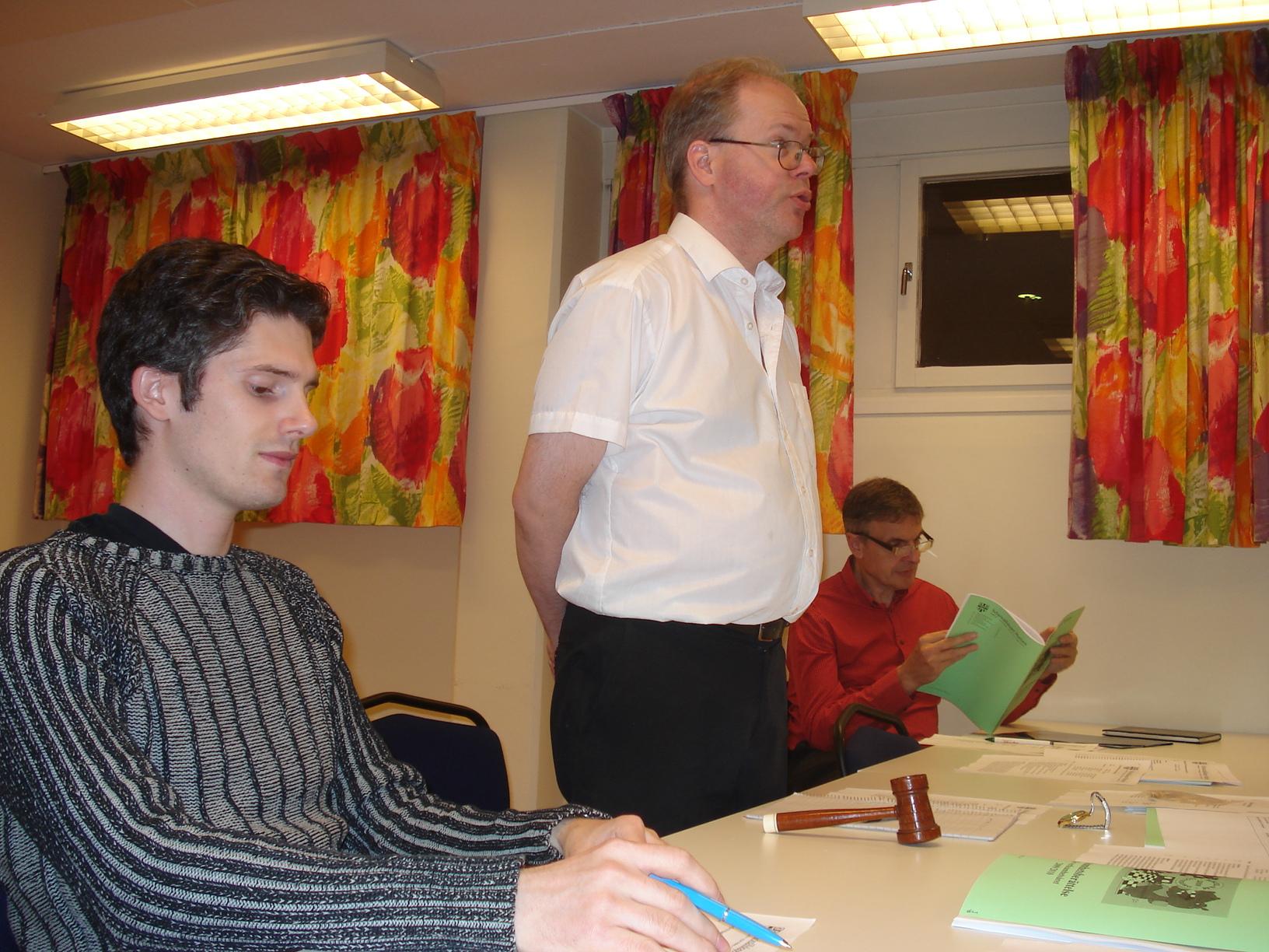 Presidiet: Mattias Fredriksson (sekreterare), Mats Eriksson (ordförande) och avgående skattmästaren Claes Brauer.