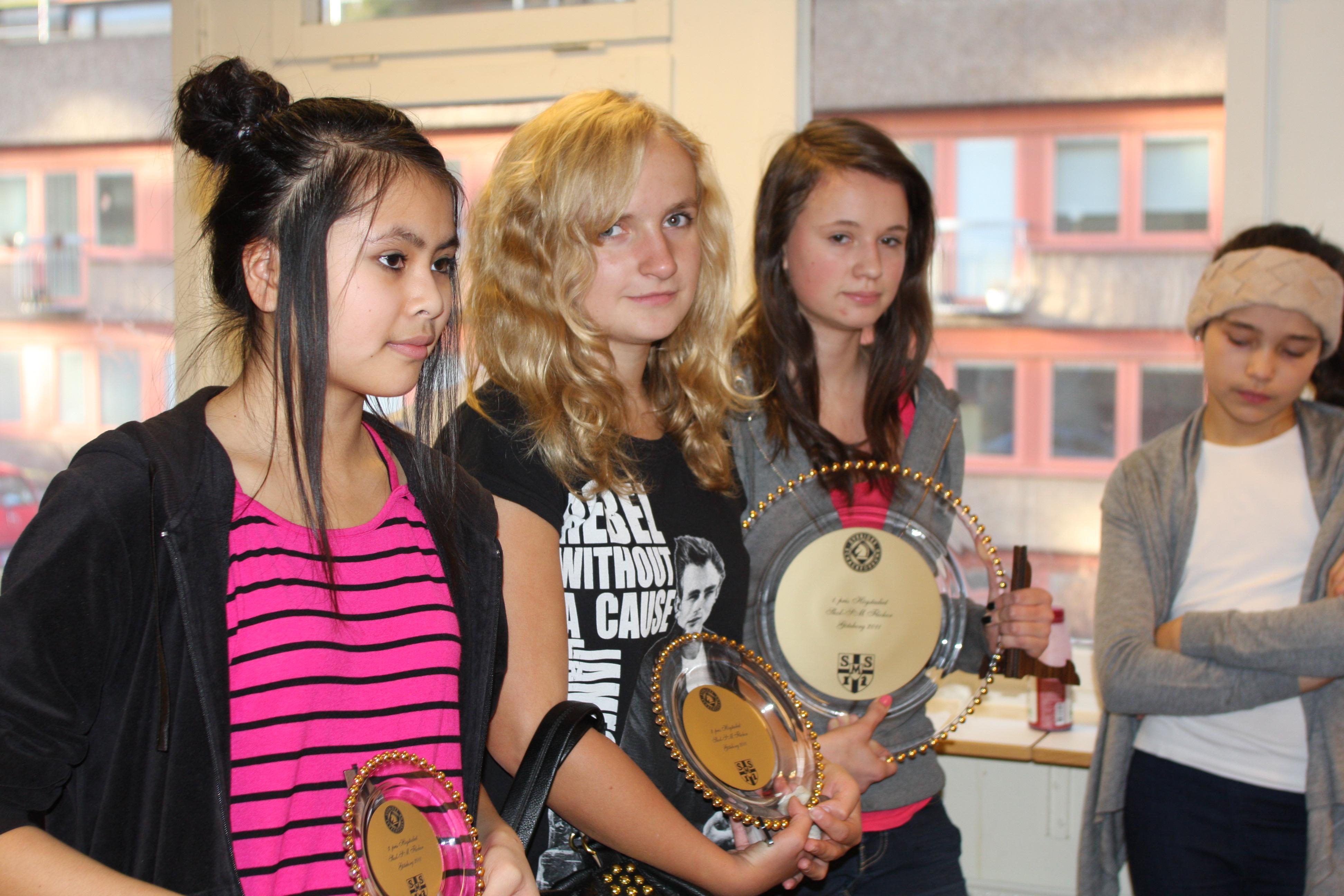Högstadiets topp tre, fr.v. Ina Kraemer (trea), Louise Segerfelt (tvåa) och Jessica Bengtsson (segrarinna).